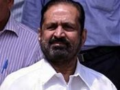 Bail for Kalmadi cheers his supporters in Pune