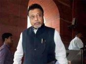 Rail Min Mukul Roy sings Mamata's tune;no hike in rail fares