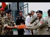 India-Pakistan border guards exchange sweets on Eid