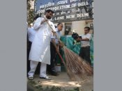Ram Vilas Paswan kicks off 'Swachh Bharat Abhiyan' at Food Corporation of India
