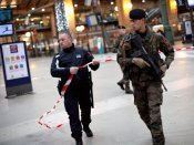 5 hostages taken in Paris supermarket; suspects reportedly want 'martyr death'
