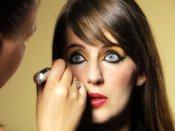 Beware! Applying eyeliner may cause vision problems