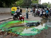 Bengaluru: Commuters shocked to find crocodile on the road
