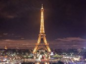 Eiffel Tower evacuated, cordoned off by police