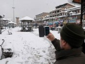 Night cold wave continues to grip J&K