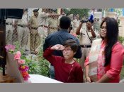 J&K: Daughter of martyred CRPF officer hoists Tricolour at same place where her father laid down