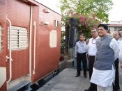 Railways tries out new color scheme on ICF design sleeper coaches