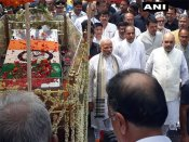 To pay Vajpayee a tribute, PM Modi walks the distance