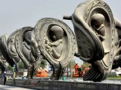 Giant bronze uterus sculptures at Qatar hospital turn heads around