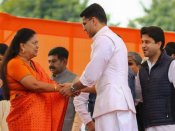 Vasundhara Raje's warm hug to nephew Jyotiraditya steals the show