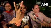 Nirbhaya case: Asha Devi shows victory sign