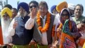 Vinod Khanna files nomination; shows assets worth Rs 66.92 cr