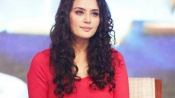 Actor Preity Zinta gives police photos of hand injuries