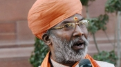 Sakshi Maharaj kicks up another row, calls Rahul Gandhi