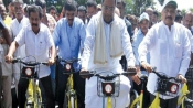 CM Siddaramaiah junks his car, rides bicycle to introduce Trin Trin in Mysuru