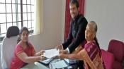 K'taka polls: She supports clean politics, so poor vendor donates generously to Swaraj India leader