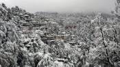 Heavy snowfall severely effects plane movements in Srinagar; Many flights cancelled