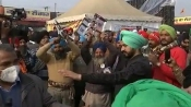 Protesting farmers beat 'thalis' during PM's 'Mann Ki Baat' address
