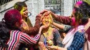 Holi 2021: People flout social distancing norm in Mumbai suburb