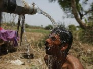North India continues to reel under scorching heat