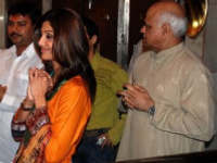 Shilpa Shetty paying at Golden Temple