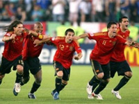 Puyol's header puts Spain in the finals