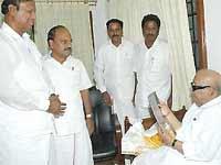 DMK leaders discussing