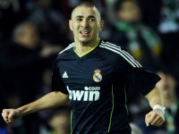 Benzema stars as Real dump Racings 3-1
