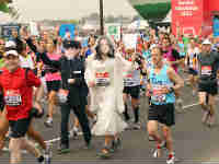 Runners dressed like Prince William & Kate Middleton
