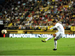 Cristiano Ronaldo of Real Madrid scores the second goal from a free kick during the La Liga match between Villarreal and Real Madrid