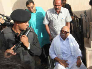 Karunanidhi in Delhi to visit Kanimozhi in Tihar Jail