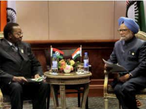 Prime Minister Manmohan Singh with Malawi President Bingu wa Mutharika during a bilateral meeting in Ethiopia