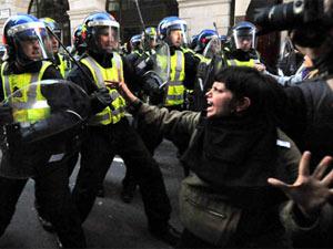 London riots - YouTube video screenshot