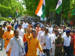 Anna Hazare followers protesting for implementation of Jan Lokpal Bill