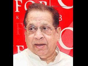 Vasant Sathe donates body to AIIMS