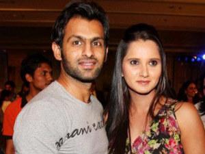 Pakistani cricketer Shoaib Malik and his wife Sania Mirza