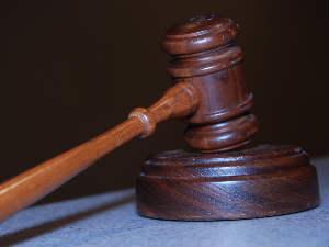 Court hammer