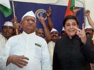 Kiran Bedi along with Anna Hazare