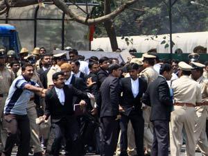 Karnataka: Lawyers attacked journalists