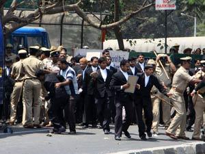 Karnataka lawyers protest