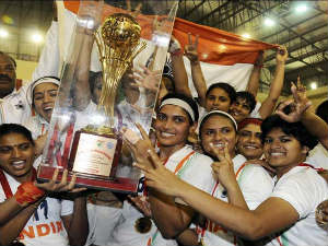 Indian women celebrate with the trophy