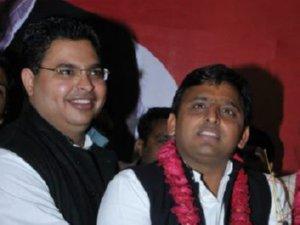 Abhishek Mishra with Akhilesh Yadav