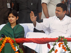 Akhilesh Yadav with wife Dimple