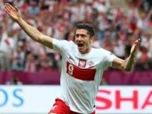 Robert Lewandowski celebrates after scoring the opening goal