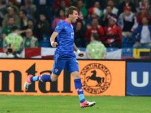 Mandzukic double sends Croatia on top of Group C
