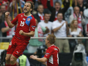 Czech Republic beat Greece 2-1