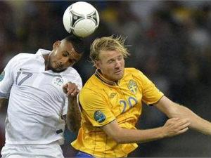 France qualify despite losing to Sweden