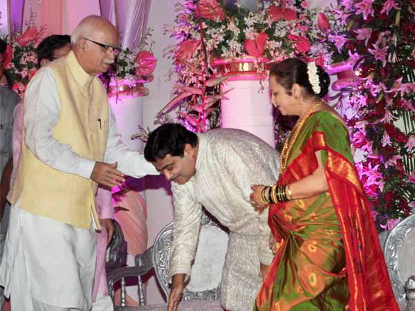 Son's wedding helps Gadkari to unify BJP