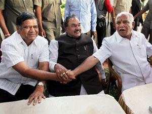 BS Yeddyurappa and Jagadish Shettar celebrating with Eshwarappa