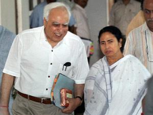 Mamata with Kapil Sibal